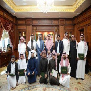 مدير #جامعة_الملك خالد يستقبل فريقها المشارك في التنقيب