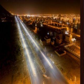 بلدية #محايل تُطلق التيار الكهربائي بشارع الثمانين بتقنية LED