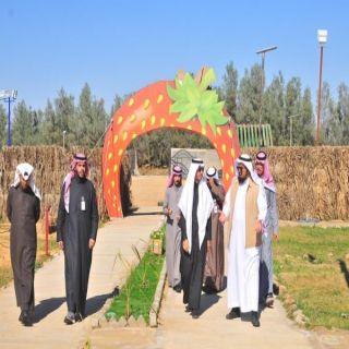 مدير عام فرع السياحة والتراث الوطني بالقصيم يزور  حديقة الفراولة شرق البكيرية