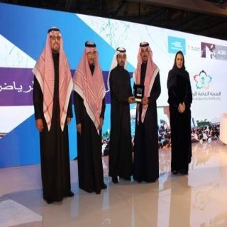 رئيس مجلس الإدارة للهيئة العامة للرياضة يُكرم هيئة الهلال الأحمر في #الرياض