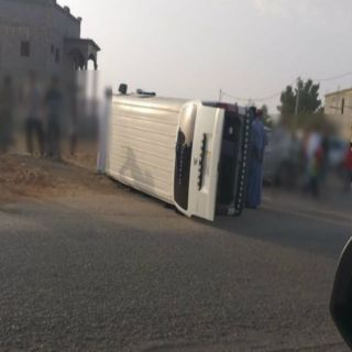 نجاة طالبات انقلبت حافلتهن بطريق قرية الملحاء في #جازان
