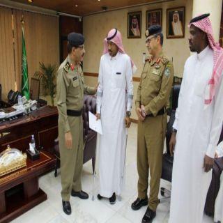 """شرطة الرياض تٌكرم الجندي""""الثبيتي"""" بعدتعرضه لإصابة بإحدى نقاط الضبط الأمني"""