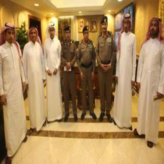 بتوجيه من معالي مدير الأمن العام مُدير شرطة مكة يُكرم عدداً من منسوبي شرطة