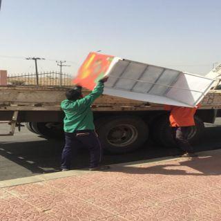 بتوجيه البارقي بلدية #بارق تُزيل البسطات العشوائية للأغذية و شاي الجمر