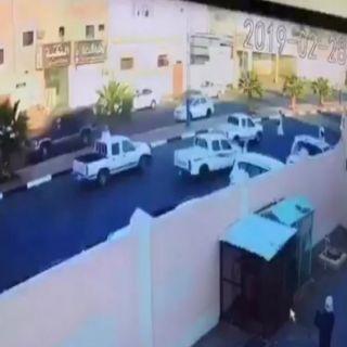 إمارة #مكة_المكرمة المرور يوقع بقائد مركبة متهور دهس طالباً في #رنية