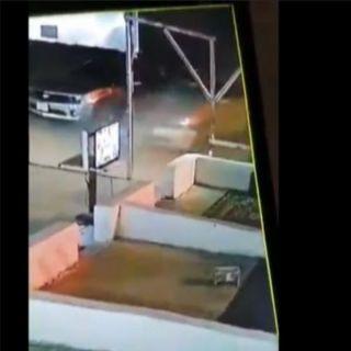 فيديو متداول متهور يدهس شاب امام إحدى المقاهي في ثلوث المنظر