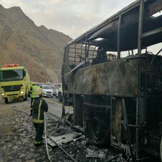 نجاة 44 راكباً إثر حريق حافلة بطريق مربة في #عسير