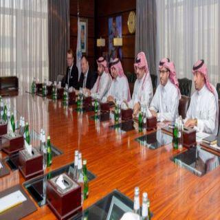 أمير عسير يستعرض مع وزير النقل استراتيجية تطوير النقل في المنطقة