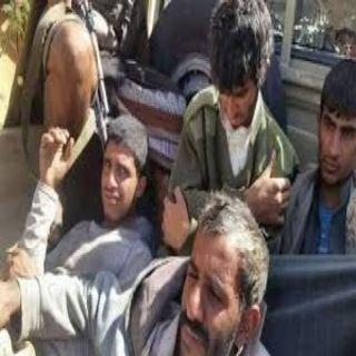 الجيش الوطني يعلن عن أسر (45) من عناصر الحوثي الإرهابية في حجة