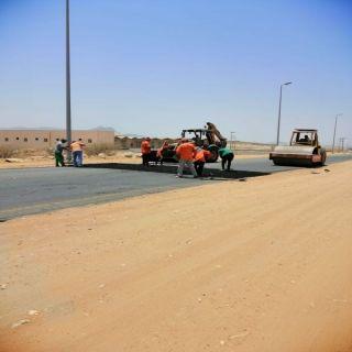 بالصور -بلدية #بارق :وضع مطبات اصطناعية امام حديقة ثلوث المنظر وطريق وادي الخير