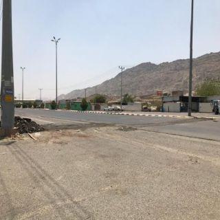 بلدية #محايل تُزيل مطبات طريق شمال المحافظة.. ورئيس البلدية يوضح