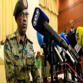 الجيش السوداني يعزل البشير ويتحفظ عليه في مكان آمن