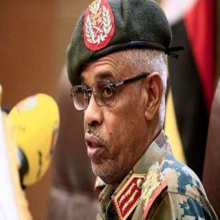 """ضغوط الشارع السوداني تُطيح بـالفريق أول  """"بن عوف"""""""