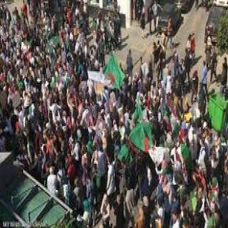 """مسيرات ضخمة تجتاح عدد من المُدن في #الجزائر تُطالب بتنحي """"بن صالح"""""""
