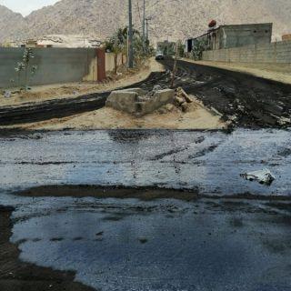 بالصور - بلدية #بارق تعمل على سفلتة طرق قُرى وادي الخير
