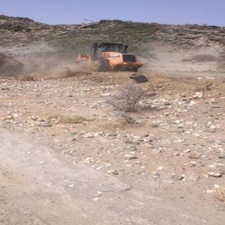 بلدية #بارق و لجنة التعديات تستعيد 250000م2 من الإراضي الحكومية بجبال