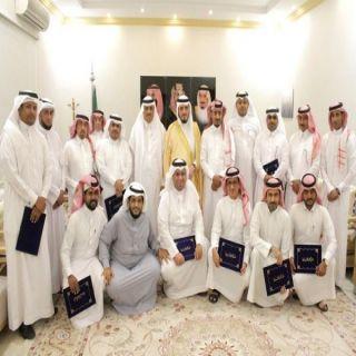 محافظ #بارق يكرم الإدارات الحكومية و الإعلاميون المشاركون بمهرجان المحافظة