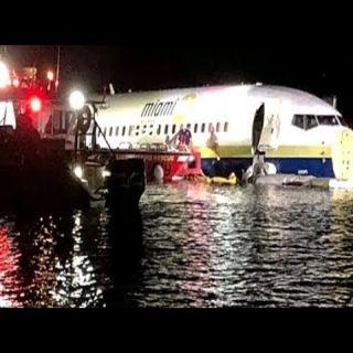 انزلاق طائرة بوينج 737 على سطح نهر بفلوريدا وعلى متنها 136 شخصا