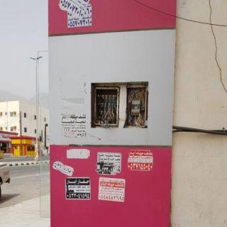 بالصور - اسلاك كهربائية مكشوفة في ثلوث المنظر تُنذر بالخطر