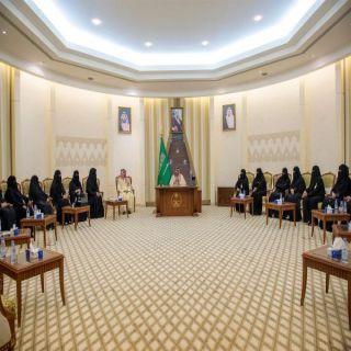 أمير القصيم يستقبل المدير التنفيذي للجنة النسائية التنموية بالمنطقة