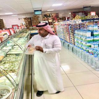 بالصور - بلدية #بارق تُكثف جولاتها الرقابية على المنشآة التجارية