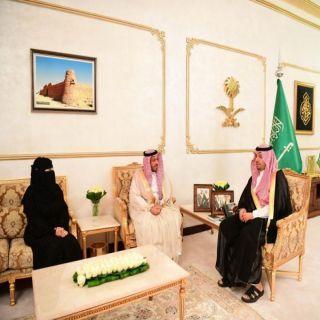 فيصل بن خالد يستقبل أمين الحدود الشمالية ورئيسة البلدية النسائية بالمنطقة