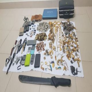القبض على تشكيل عصابي مُتهمين  بجرائم السرقة والسلب تحت تهديد السلاح  في #جدة