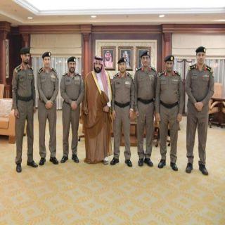 نائب أمير #جازان يقلد عدداً من ضباط الأمن العام بالمنطقة رتبهم الجديدة