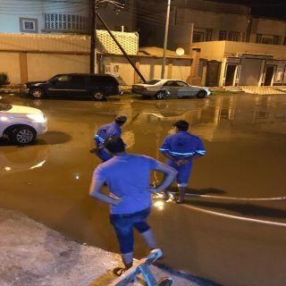 بالصور : الأمطار تسنتفر فرق طوارئ أمانة منطقة عسير وبلدياتها