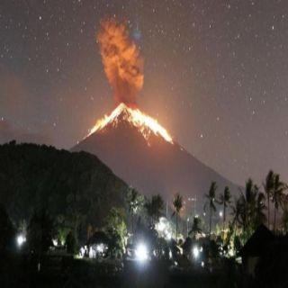 """ثورة بركان """"بالي"""" في إندونيسيا يتسبب بإلغاء رحلات طيران"""