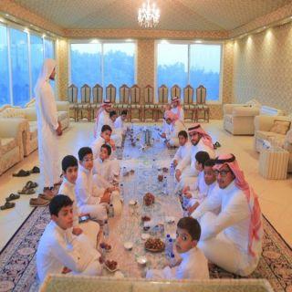 """رجل الأعمال """"السويلم"""" يُقيم إفطار جماعي لمركز دار الأيتام في #البكيرية"""