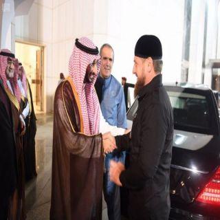 وزير #الحرس_الوطني يودع الرئيس الشيشاني اثناء مُغادرته #جدة