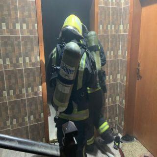 مدني #أبها يخمد حريق بشقة سكنية بحي المطار