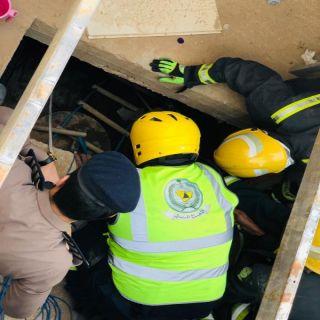 مدني بريدة ينتشل عامل سقط داخل خزان محطة وقود بالبصر