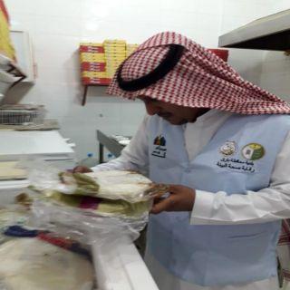 جولات بلدية بارق ترصد 25 مخالفة صحية في بارق وثلوث المنظر