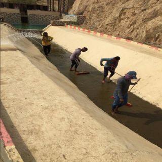 بلدية #المجاردة تعمل على صيانة العين الحارة بمركز أحد ثربان
