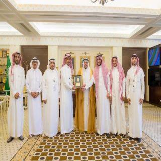 أمير منطقة القصيم يتسلم العضوية الشرفية لمؤسسة متعافي الوقفية