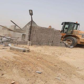 بلدية #بارق تستعيد 450م ٢ اراضي حكومية بطريق وادي الخير