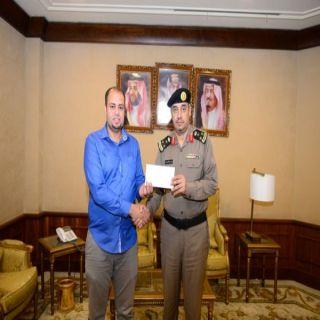 """تركي بن طلال يُكافئ مقيم مصري أعاد لسجون عسير """"7000""""آلف ريال"""