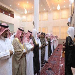 محافظ #بارق يتقدم المصلين في صلاة عيد الأضحى ويستقبل المهنئين