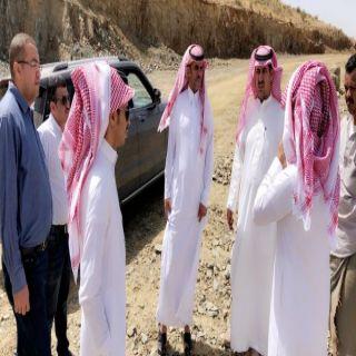 رئيس #بلدية_بللسمر يقف على مشروع طريق خارف بللحمر الجديد