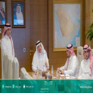 """الوزير """"آل الشيخ"""" يلتقي عبر برنامج """" لقاء"""" الإلكتروني بمواطني 4 مناطق"""