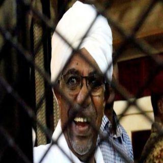 """السودان تعتقل مدير مكتب البشير بتهم """"الفساد"""""""