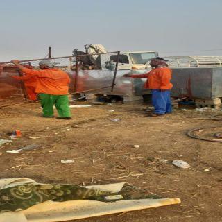 بلدية بارق تزيل الشبوك و الحظائر المتداخلة من حرم الطريق العام بسوق المواشي