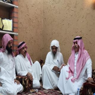 مُدير #تعليم_الرياض يُعزي ذوي الطالب الحارثي