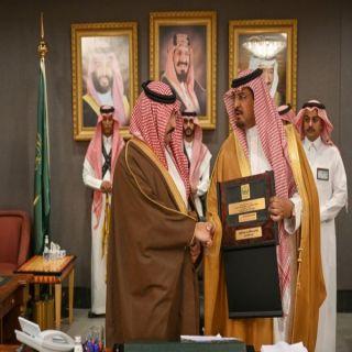 أمير عسير يكرم محافظ بلقرن عبدالرحمن بن حامد