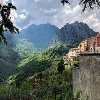 مدينة إيطالية تدعو للعيش فيها مقابل (27) ألف دولار.. تعرف عليها