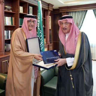 """*سمو أمير منطقة جازان يستقبل مدير عام صندوق تنمية الموارد البشرية  """" هدف """""""