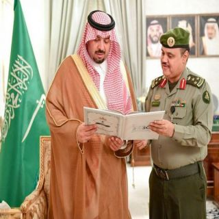 سمو الأمير فيصل بن خالد بن سلطان يتسلم التقرير السنوي لجوازات الحدود الشمالية