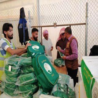 مركز الملك سلمان للاغاثة يوزع الحقائب المدرسية على الطلاب السوريين في مخيم الازرق